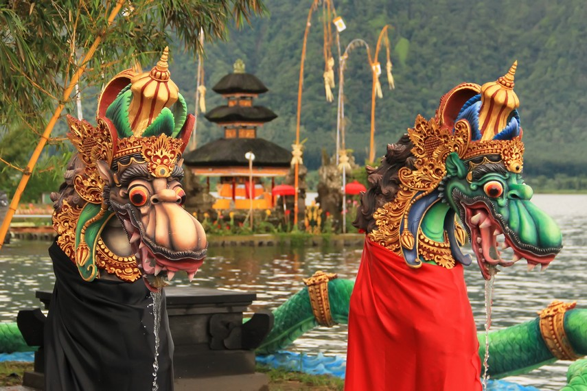 Pura Ulun Danu Beratan menjadi tempat pemujaan Sang Hyang Widhi Wasa dalam prabawanya sebagai Dewa Kemakmuran