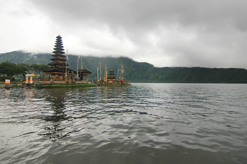Pura ini menjadi tujuan peribadahan masyarakat sekitar yang mendapat berkah dari air Danau Beratan