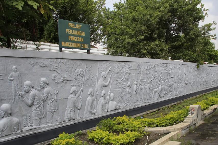 Relief perjuangan Pangeran Mangkubumi yang ada disalah satu dinding Keraton Yogyakarta