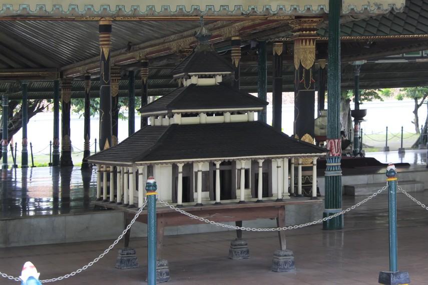 Replika Masjid Agung Demak yang terdapat di Keraton Yogyakarta