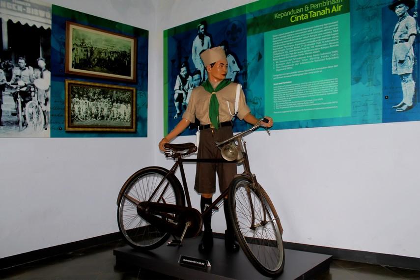 Replika seorang aktivis kepanduan di Ruang Kepanduan yang ada di Museum Sumpah Pemuda