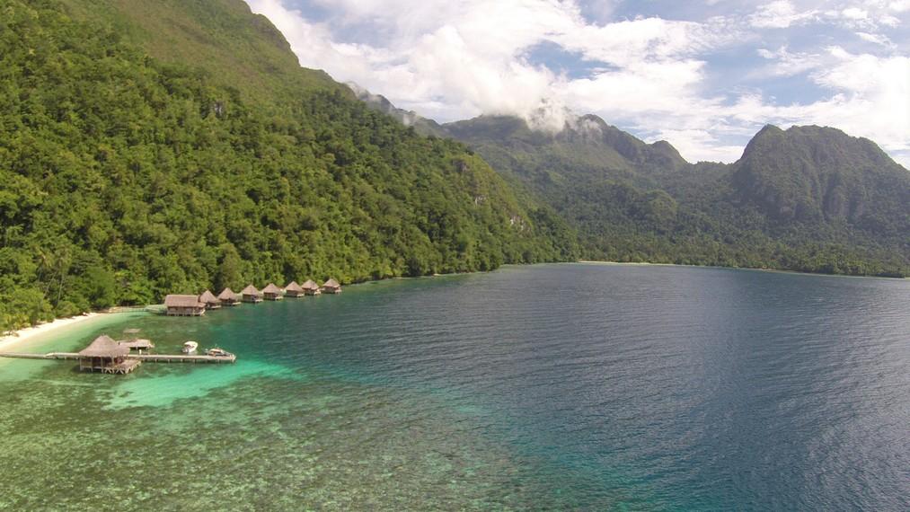 Resort di Pantai Ora bila dilihat dari ketinggian