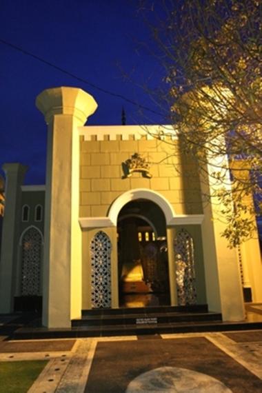Pintu utama Makam Sultan Siak