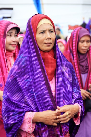 Rimpu Colo yang digunakan oleh wanita yang sudah menikah di Suku Bima
