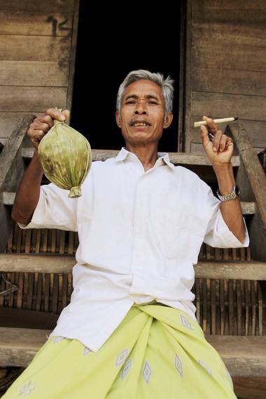 Rokok jontal dan gula aren menjadi produk khas masyarakat Desa Lawin