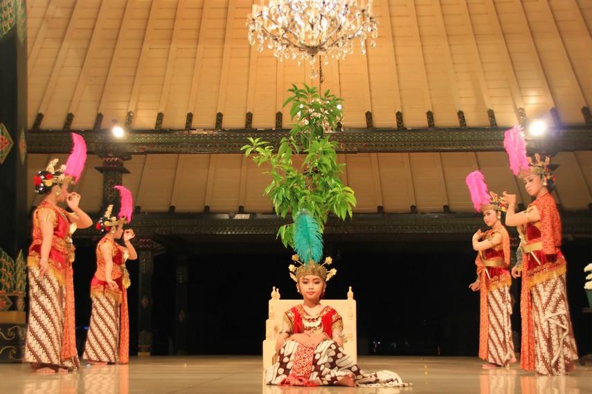 Renggowati merupakan nama tokoh utama dalam pementasan tari serimpi renggowati