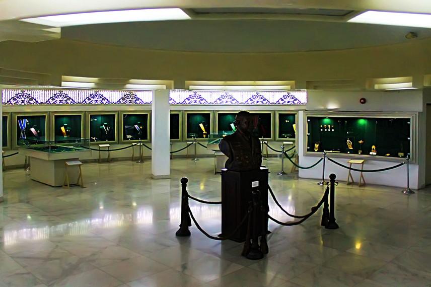 Ruang khusus yang menyimpan berbagai tanda kehormatan, seperti lencana, bintang kehormatan, dan selendang