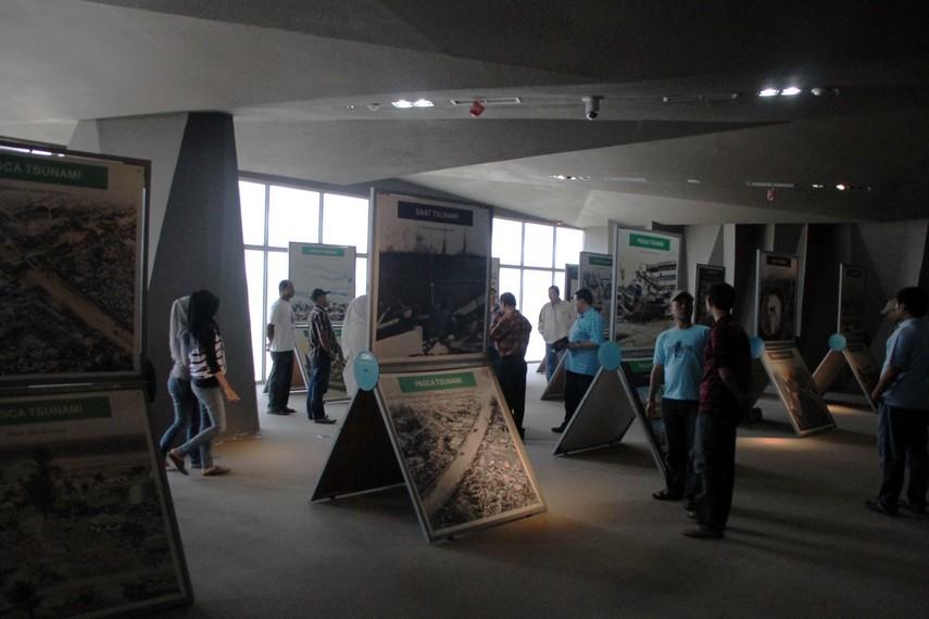 Ruang pameran yang menampilkan koleksi foto dokumentasi Tsunami 2004