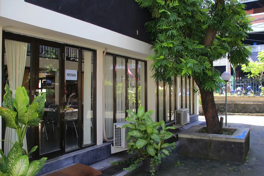 Ruang perpustakaan yang dimiliki Taman Budaya Yogyakarta