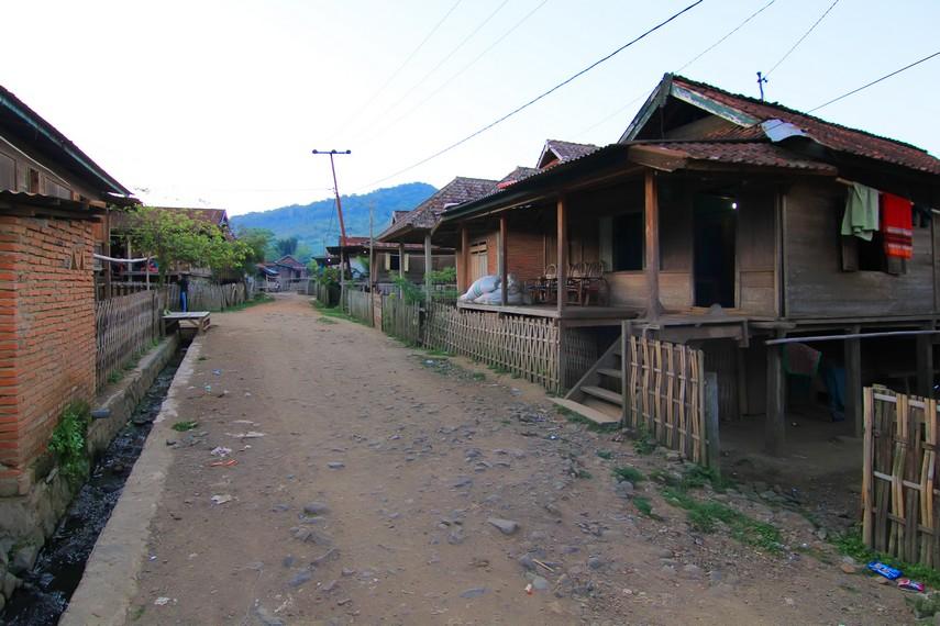 Rumah-rumah di desa ini masih sangat tradisional dengan kayu sebagai bahan utamanya