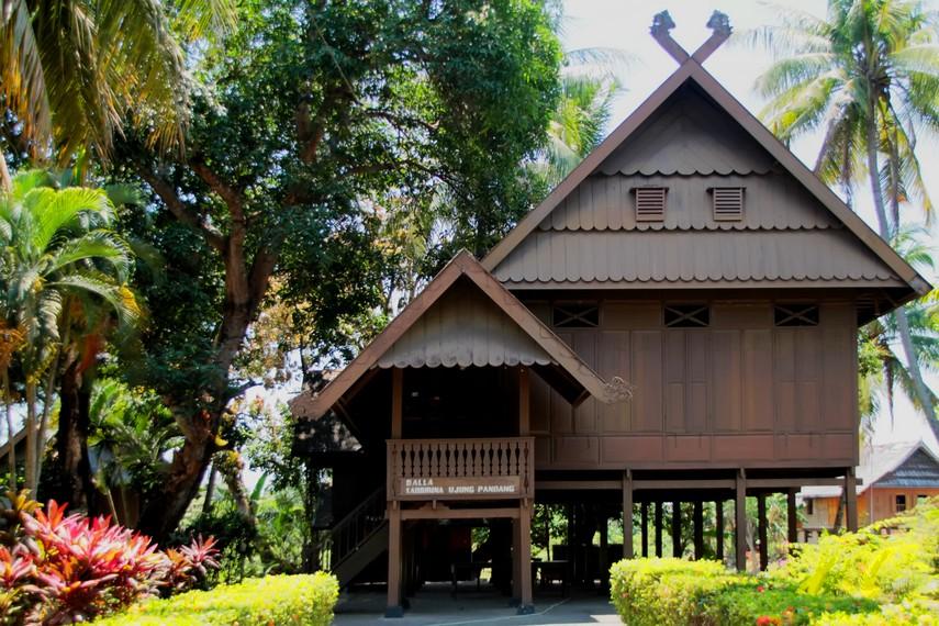 Rumah adat balla rabbirina yang dalam bahasa Makassar berarti inti rumah