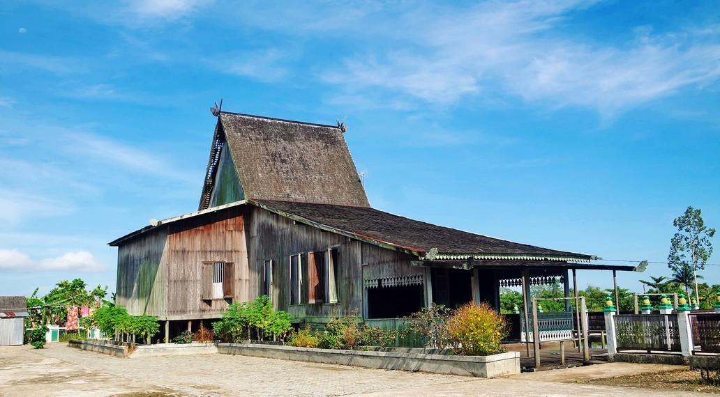 Rumah Banjar yang menggunakan atap Bubungan Tinggi dinamakan Rumah Bubungan Tinggi