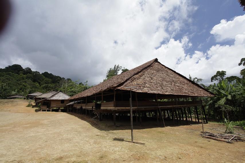 Rumah adat Huaulu yang disebut Baileo
