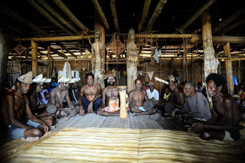 Rumah bujang merupakan salah satu rumah yang di bangun untuk para bujangan di sawaerma - Asmat
