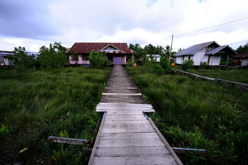 Rumah di atas rawa yang menjadi ciri khas rumjah rumah di kota Agats