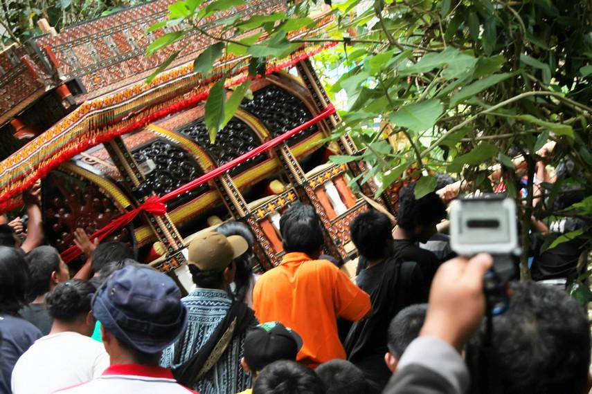 Rumah makam Tana Toraja selalu diletakkan di bagian selatan, karena arah selatan disimbolkan sebagai akhir kehidupan