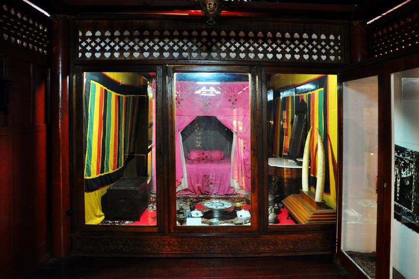 Rumoh Aceh menyimpan berbagai koleksi peninggalan kesultanan Aceh dan perkakas tradisional masyarakat Aceh