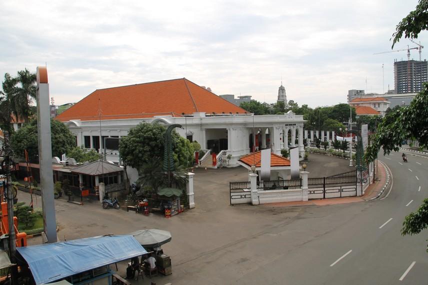 Saat ini Gedung Kesenian Jakarta dikelola oleh Pemerintah Provinsi DKI Jakarta dibawah tanggung jawab Dinas Pariwisata
