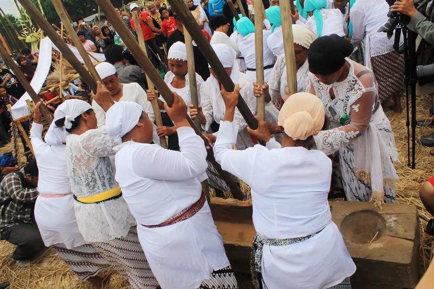 Saat ini, tradisi gejlok lesung dilestarikan sebagai salah satu kesenian tradisional