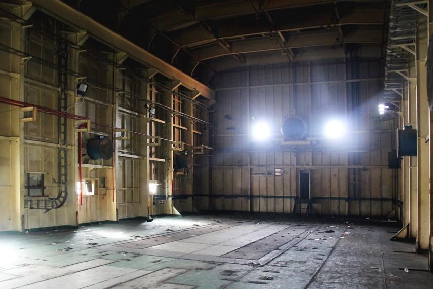Saat masih berfungsi, ruangan ini berisi generator listrik diesel, tetapi kemudian generator tersebut dipindahkan