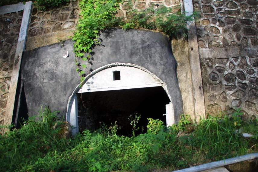 Salah satu terowongan peninggalan Jepang di tebing dekat Aneuk Laot
