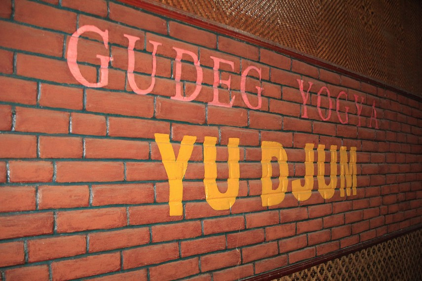 Gudeg Yu Djum merupakan salah satu warung gudeg yang terdapat di Jalan Wijilan, Yogyakarta
