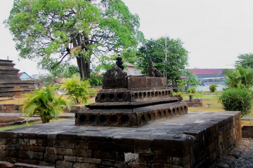 Salah satu bangunan makam yang bentuknya menyerupai candi