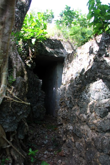 Salah satu bunker yang berfungsi sebagai tempat persembunyian