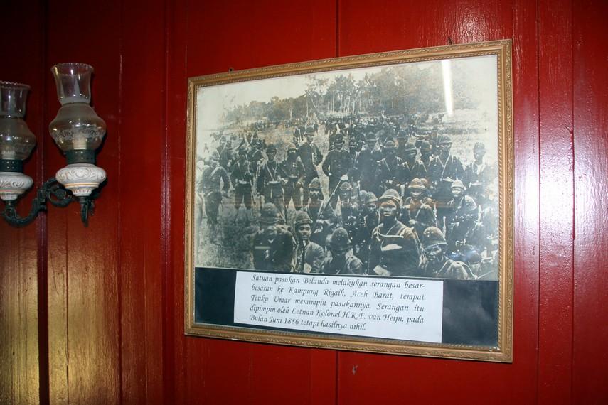 Salah satu dokumentasi di Rumah Cut Nyak Dhien, menggambarkan pasukan Mareschausse (marsose) dari pribumi