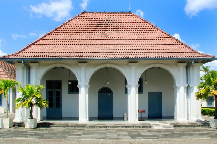 Salah satu gedung di Benteng Vredeburg  yang sering digunakan untuk pameran