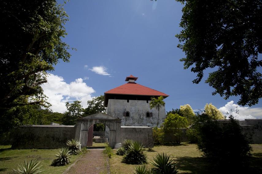 Salah satu ilmuwan arkeologi asal Belanda yang bernama Rhumpius pernah menjadikan benteng ini tempat tinggal