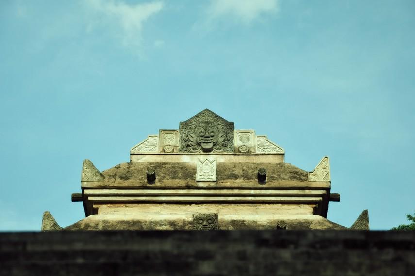 Salah satu ornamen makam yang memiliki corak Hindu-Budha