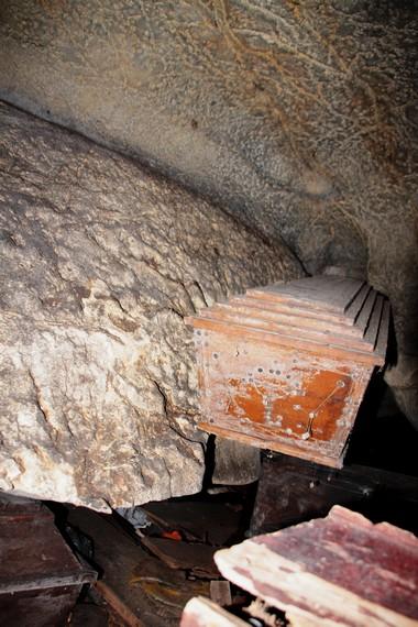Salah satu pemandangan peti jenazah yang diletakkan di pojok Goa Londa