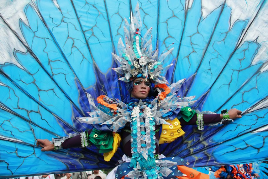 Salah satu penampilan peserta parade Belitung Beach Festival yang menghibur para penonton di Pulau Belitung