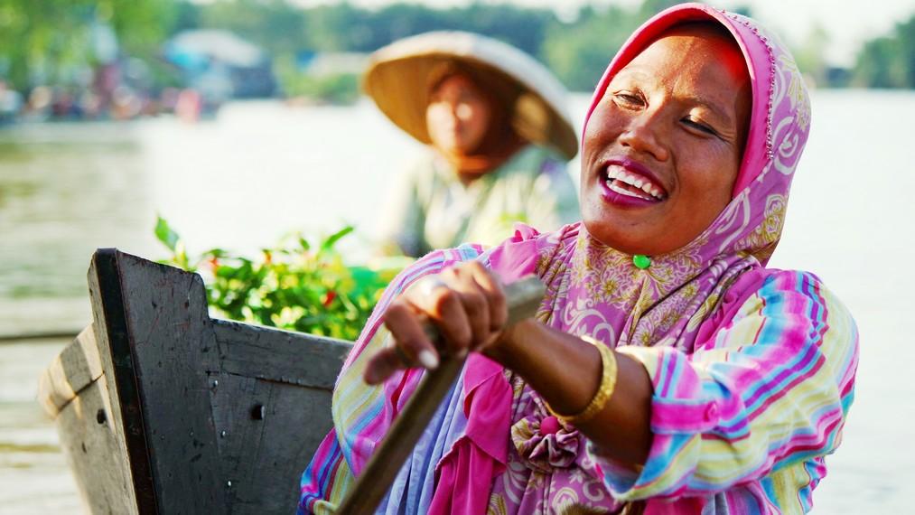 Salah satu potret seorang ibu yang beraktivitas di Pasar Apung Lok Baintan