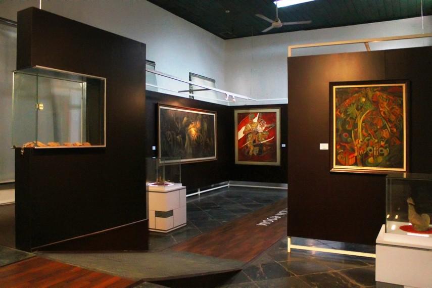 Salah satu ruangan di Museum Seni Rupa dan Keramik yang menyimpan berbagai lukisan karya maestro lukis Indonesia
