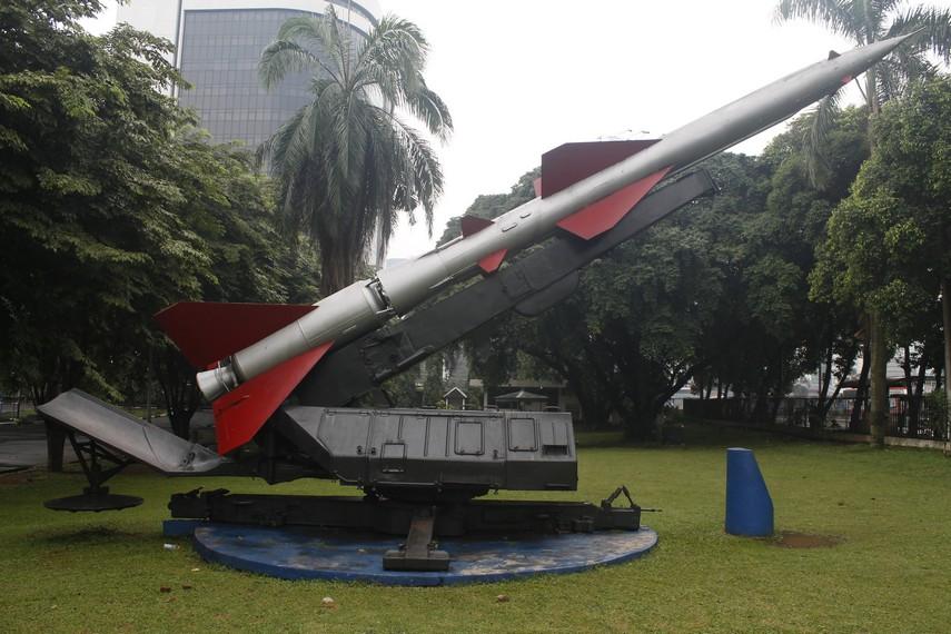 Salah satu rudal di museum yang dipajang di halaman depan museum
