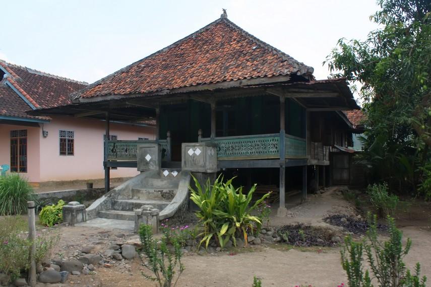 Salah satu rumah <i>sessat</i> yang masih banyak dijumpai di Lampung