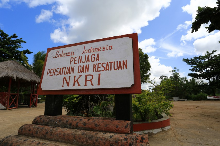 Salah satu semboyan yang menyatakan kebanggaan berbahasa Indonesia sebagai bahasa persatuan