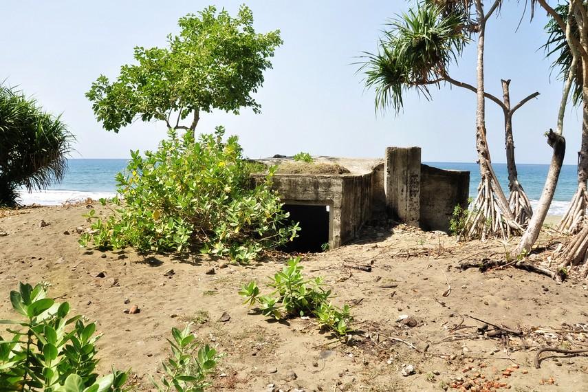 Salah satu sisa bunker Jepang di dekat kompleks Benteng Indra Patra