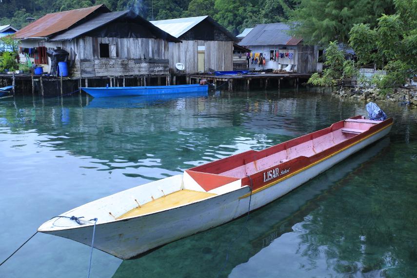 Salah satu sudut desa Sawai dimana penduduk menambatkan perahu mereka