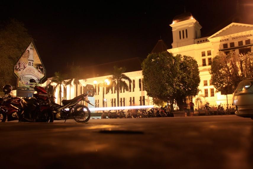 Berbeda dengan Kota Tua di wilayah lain, Kota Tua Yogyakarta tidak terpusat dan terbagi atas beberapa loji