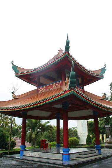 Salah satu sudut pelataran Pagoda Avalokitesvara Buddhagaya Watugong