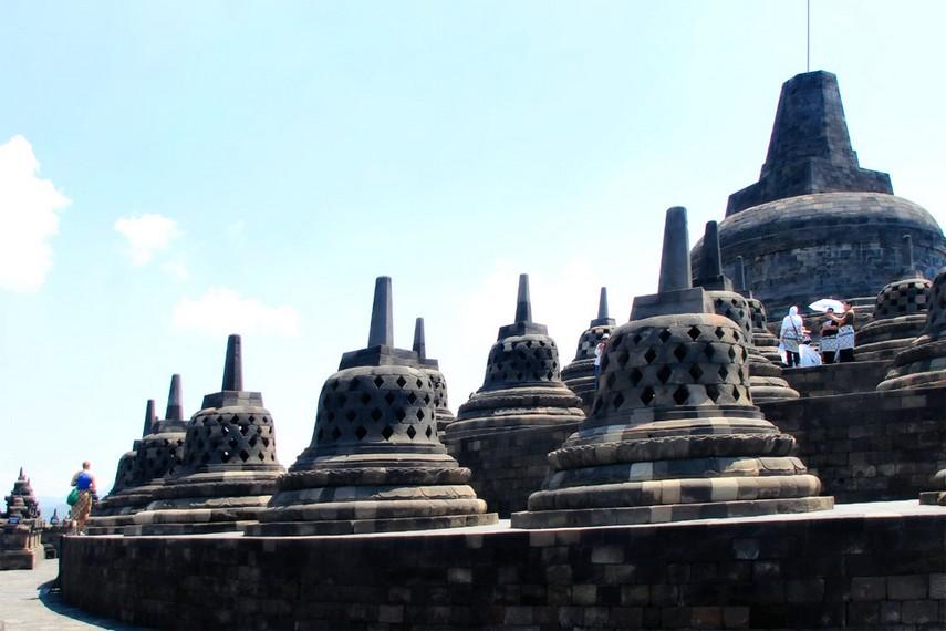 Salah satu sudut pemandangan stupa-stupa yang ada di Candi Borobudur