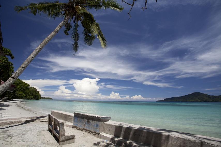 Salah satu sudut tempat menikmati keindahan Pantai Natsepa