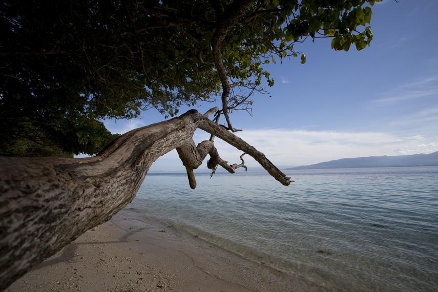 Salah satu sudut untuk menikmati keindahan Pantai Liang