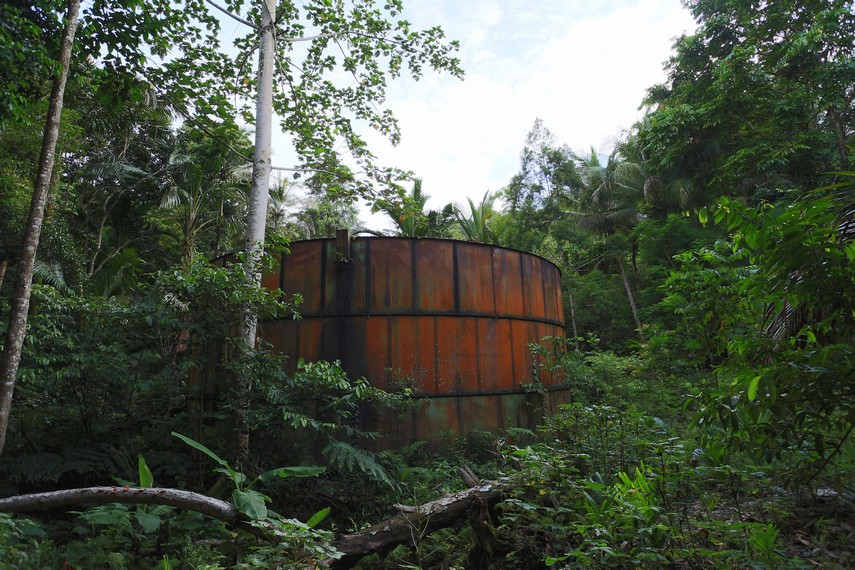 Salah satu tanki bahan bakar peninggalan perang dunia ke 2 yang berada tidak jauh dari pintu masuk Tablanusu