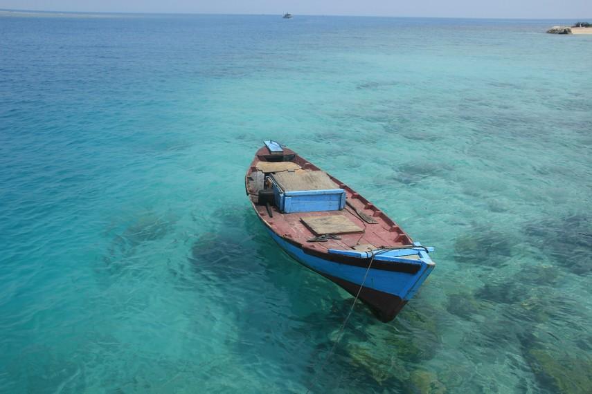 Sampan yang biasa digunakan nelayan untuk mencari ikan di sekitar Kawasan Pulau Bira