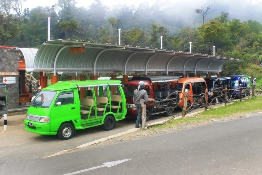 Sarana transportasi yang disediakan pihak pengelola untuk para pengunjung yang ingin ke Kawah Putih