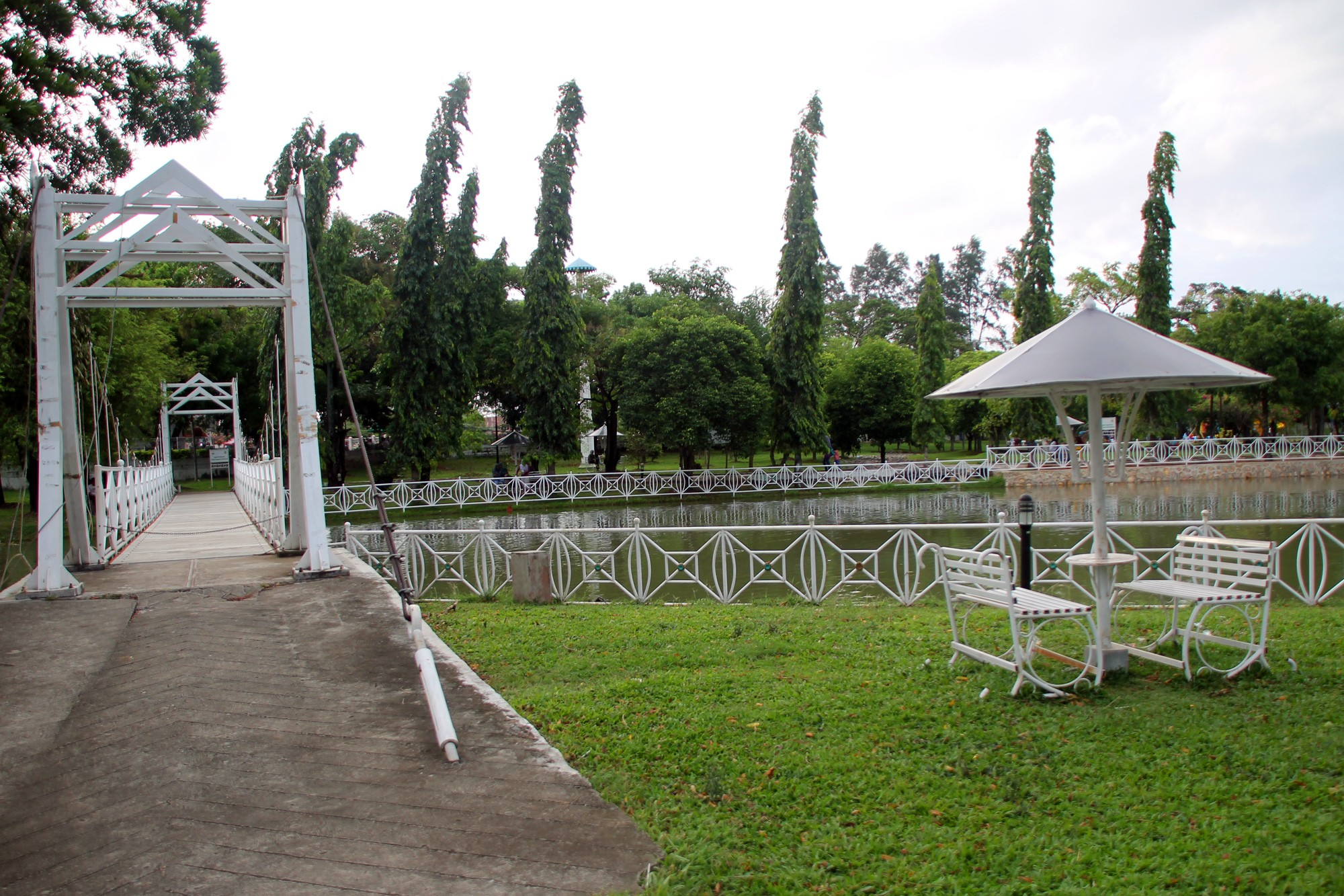 Sebagai sebuah taman kota, Taman Putroe Phang menawarkan sebuah wahana rekreasi keluarga